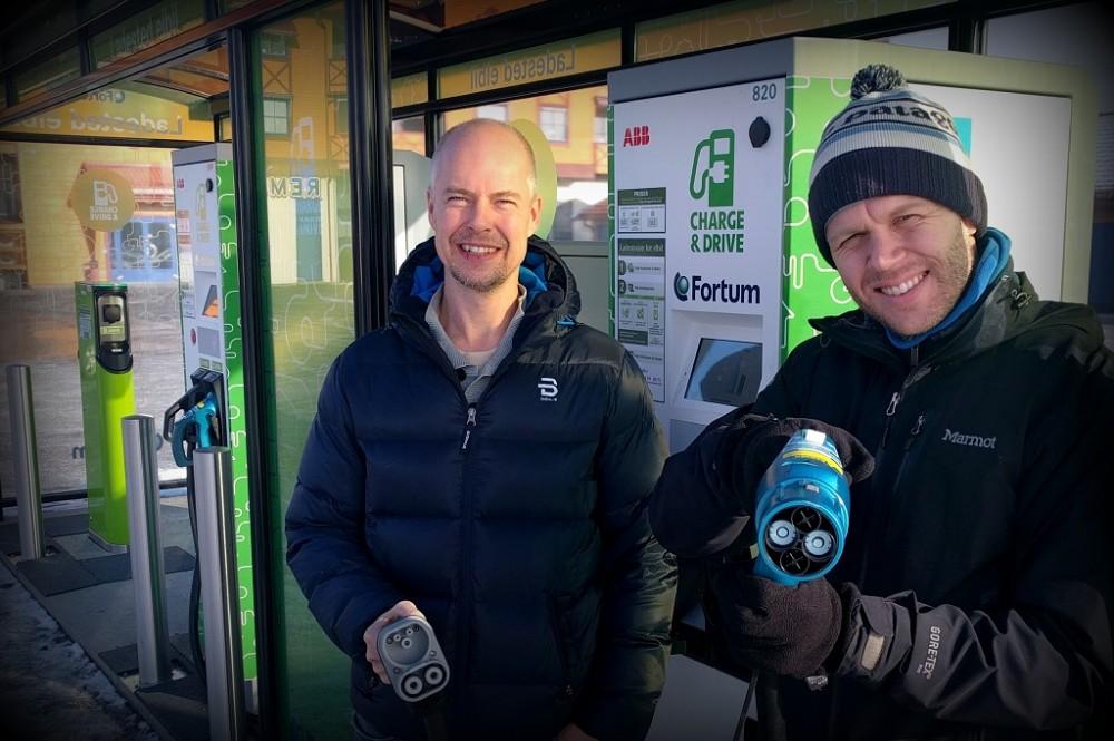 – Vi har god kapasitet på hurtigladertorget, sier miljøvernrådgiver Ole-Christian Østreng (t.v.) i Aurskog-Høland kommune, her sammen med prosjektleder Daniel Bügel i Kunnskapsbyen Lillestrøm.